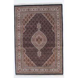 Tabriz Indi, 166 x 241 cm.