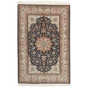 Isfahan, 134 x 204 cm.